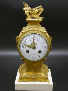 französische Pendule Messing vergoldet kleine Tischuhr Kaminuhr