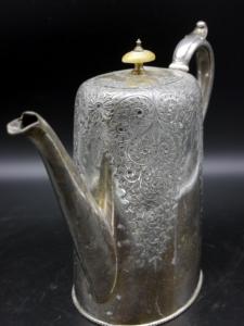 silberne Kaffeekanne