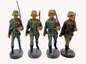 4 Wehrmachtssoldaten Lineol Spielzeug Soldaten